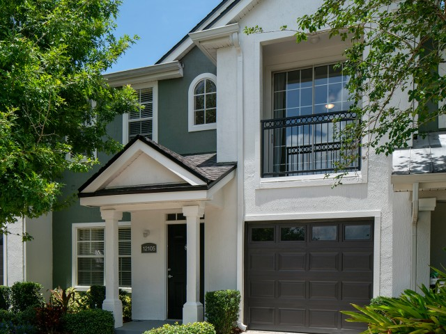 Image of One- and two-car, attached and detached garages, private front-door entry and enclosed solariums in select homes for Avana Westchase