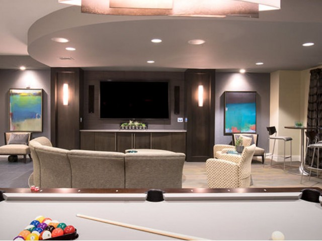 Exclusive lounge with billiards, coffee bar and 90