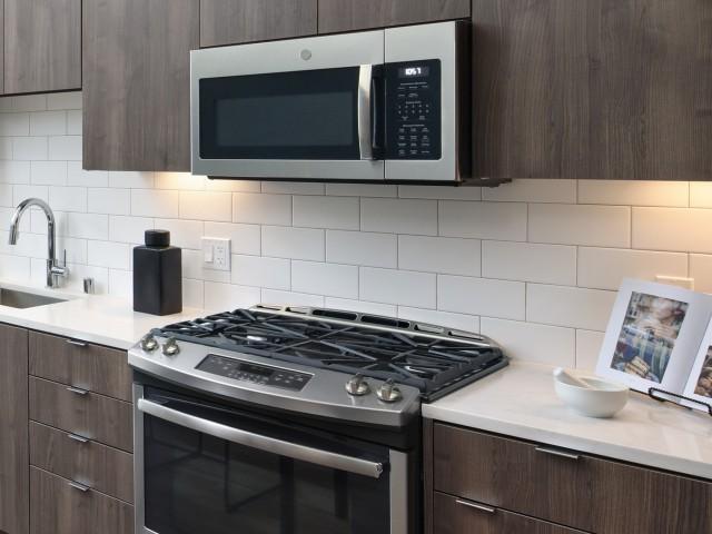 White tiled kitchen back splash