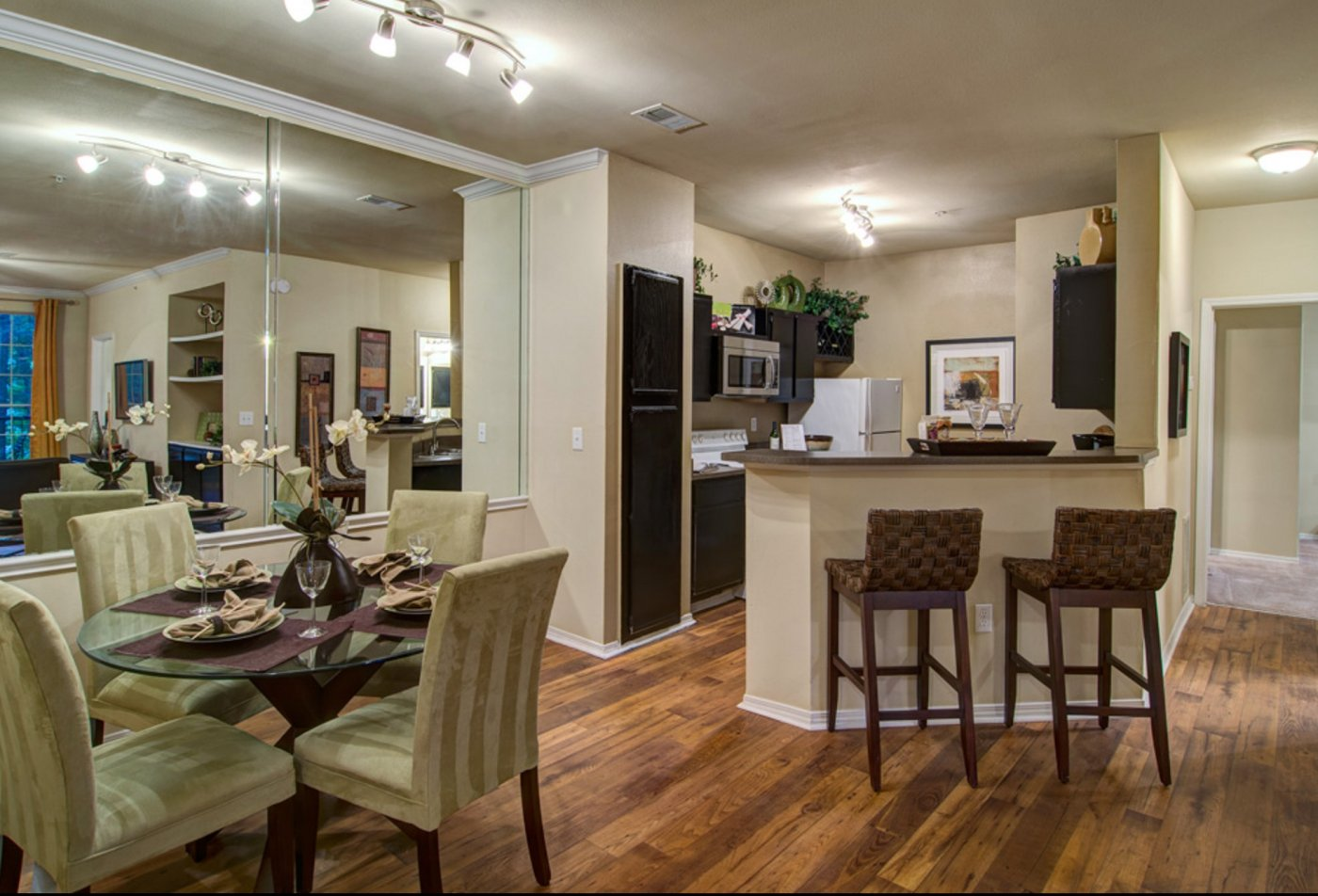Spacious rooms in our Wesley St. James Apartments | Atlanta Apartments