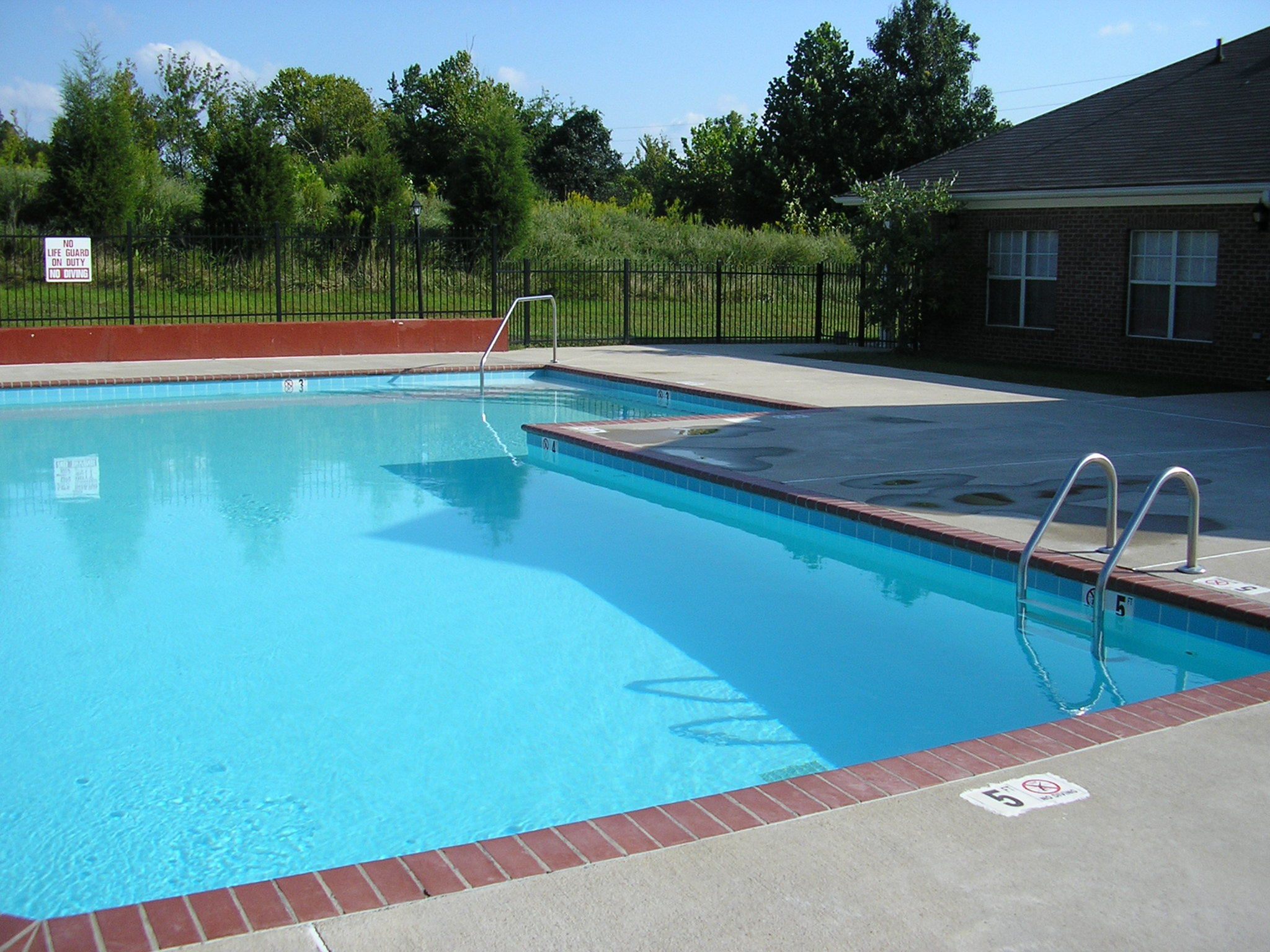 Image of Pool for Sycamore Place Apartments