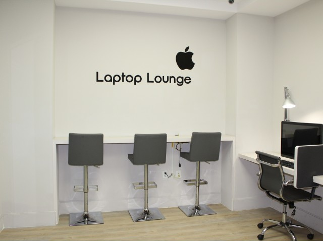 Image of Fully Equipped Business Center with Laptop Lounge for Brickell First
