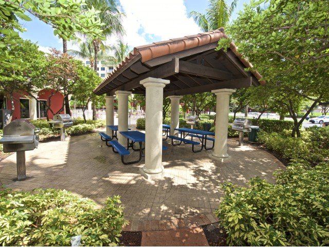 Image of BBQ Picnic Area for Royal Palms Apartments