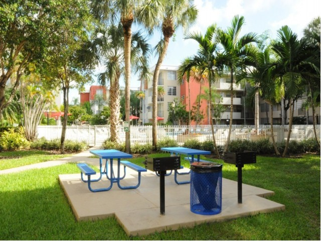 Image of BBQ Picnic Area for Colony at Dadeland