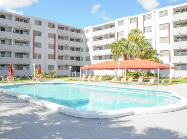 Image of Swimming Pool with Sundeck and Shade Gazebo for Suncoast Place Apartments