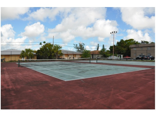 Image of 2 Lit Tennis Courts for Pompano Palms Apartments