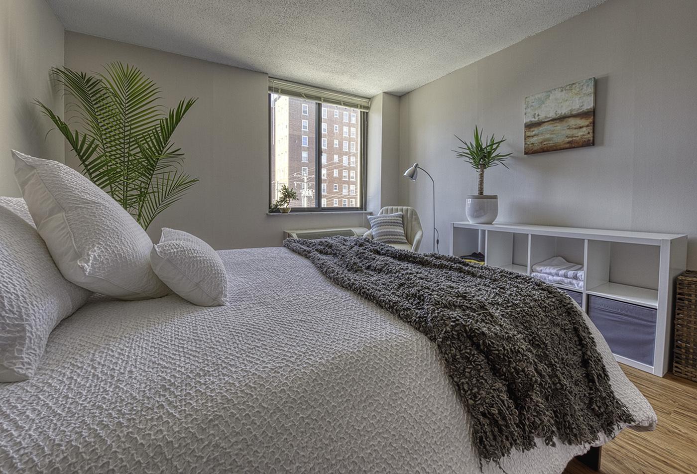 Spacious Living Area | Apartments In St Louis | Del Coronado