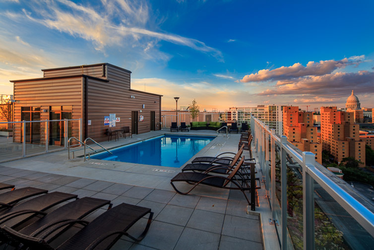 The Lux Apartments Lifestyle - Rooftop Swimming Pool