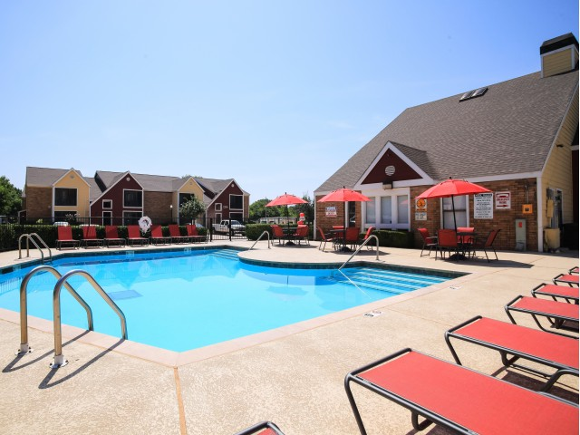 Post Oak Apartments Lifestyle - Pool