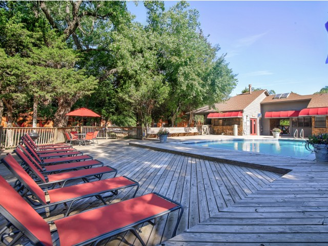 Hampton Woods Apartments Lifestyle - Sundeck