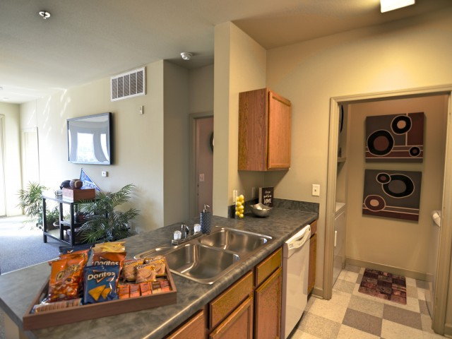 Stratum on Highland Apartments Furnished Apartment Kitchen