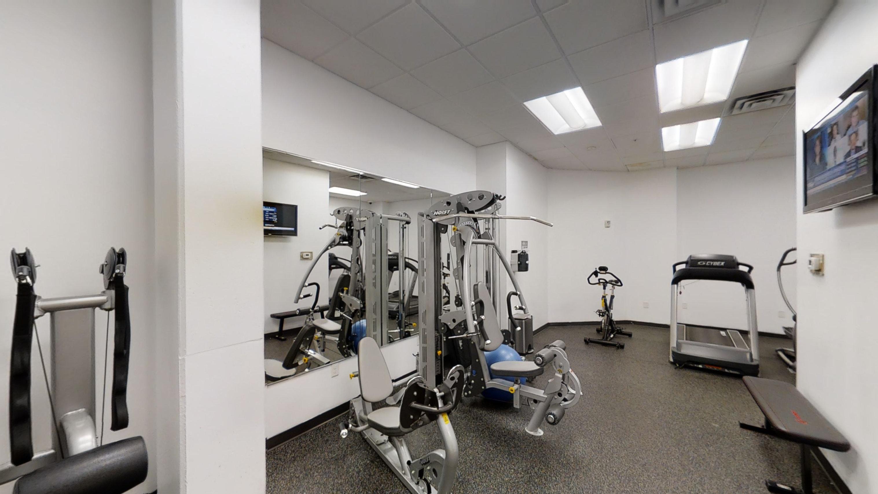 Edge On Oak Apartments Lifestyle - 24 Hour Fitness Gym