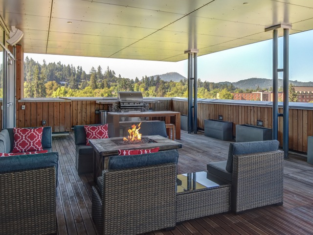 Skybox Apartments Lifestyle - BBQ Grill Area