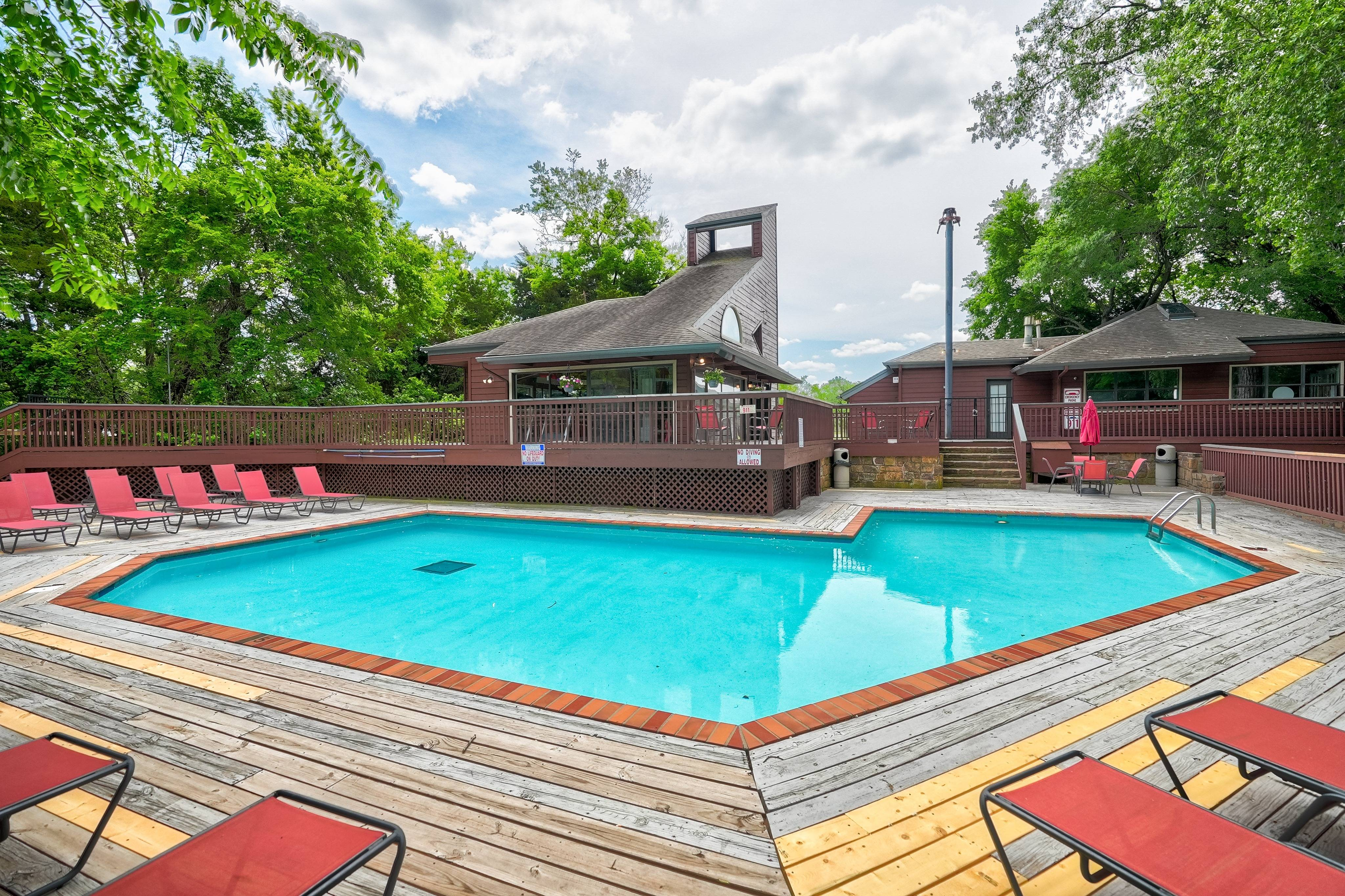 Hampton Woods Apartments Lifestyle - Pool
