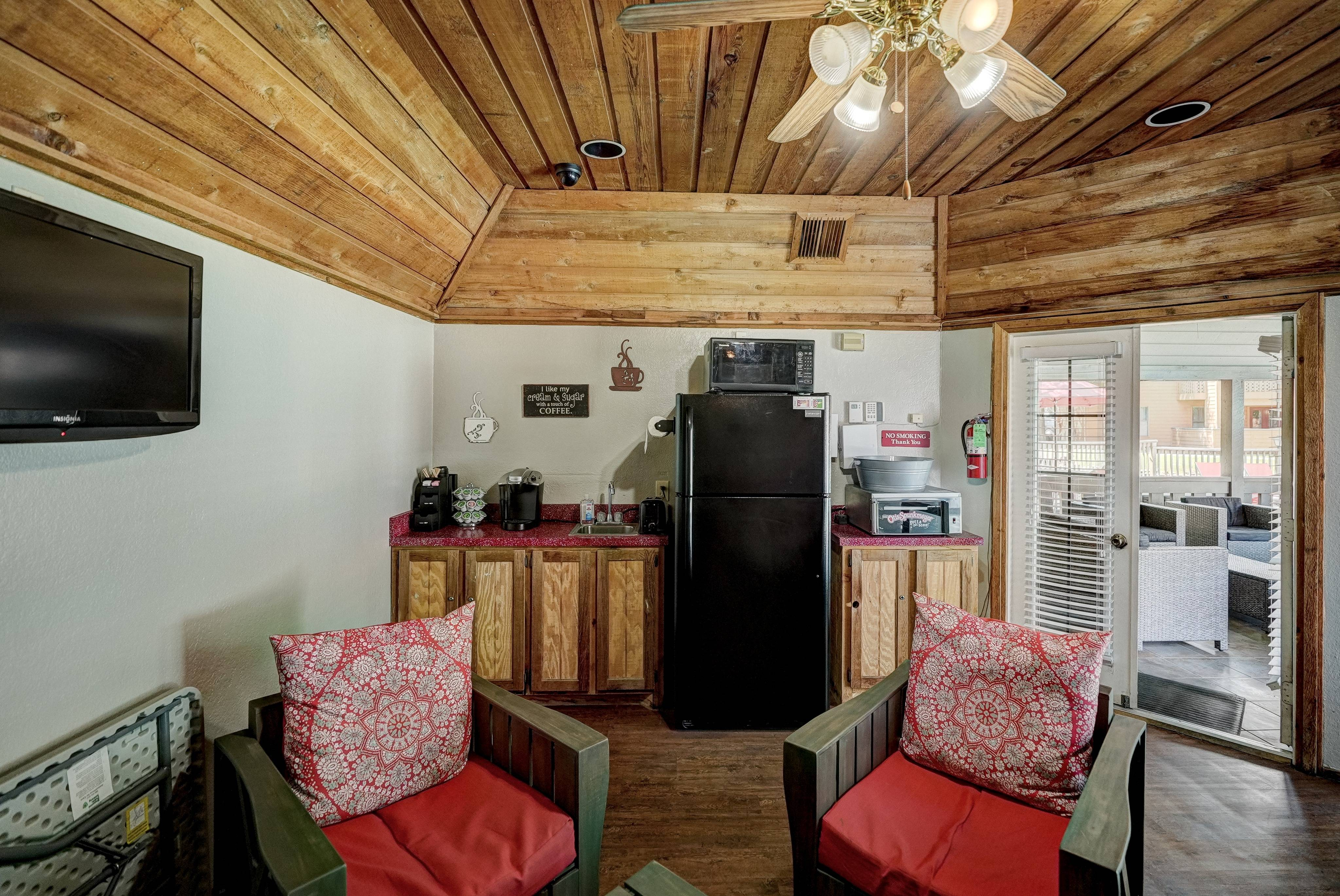 Hampton Woods Apartments Lifestyle - Coffee Bar