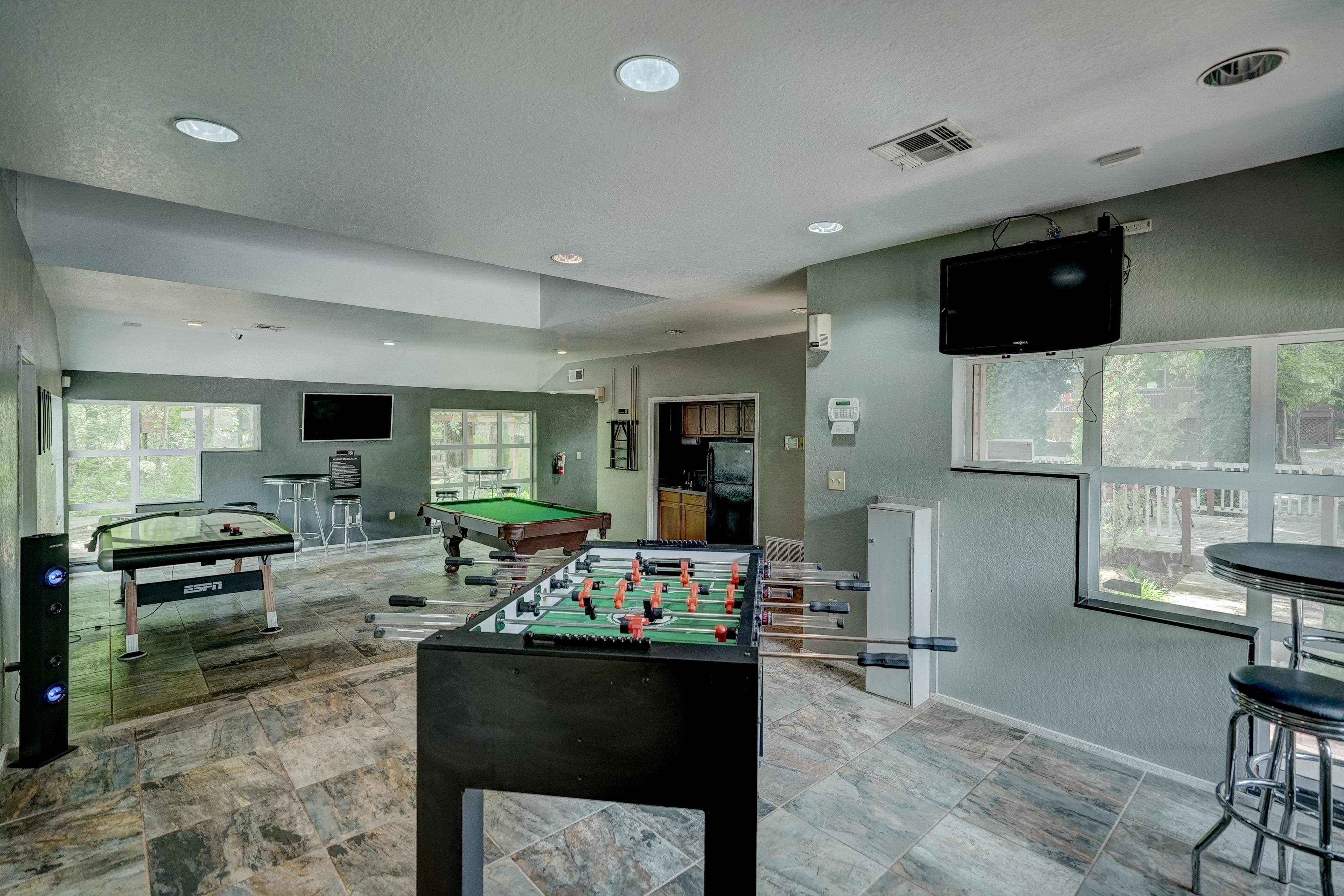 Hampton Woods Apartments Lifestyle - Game Room