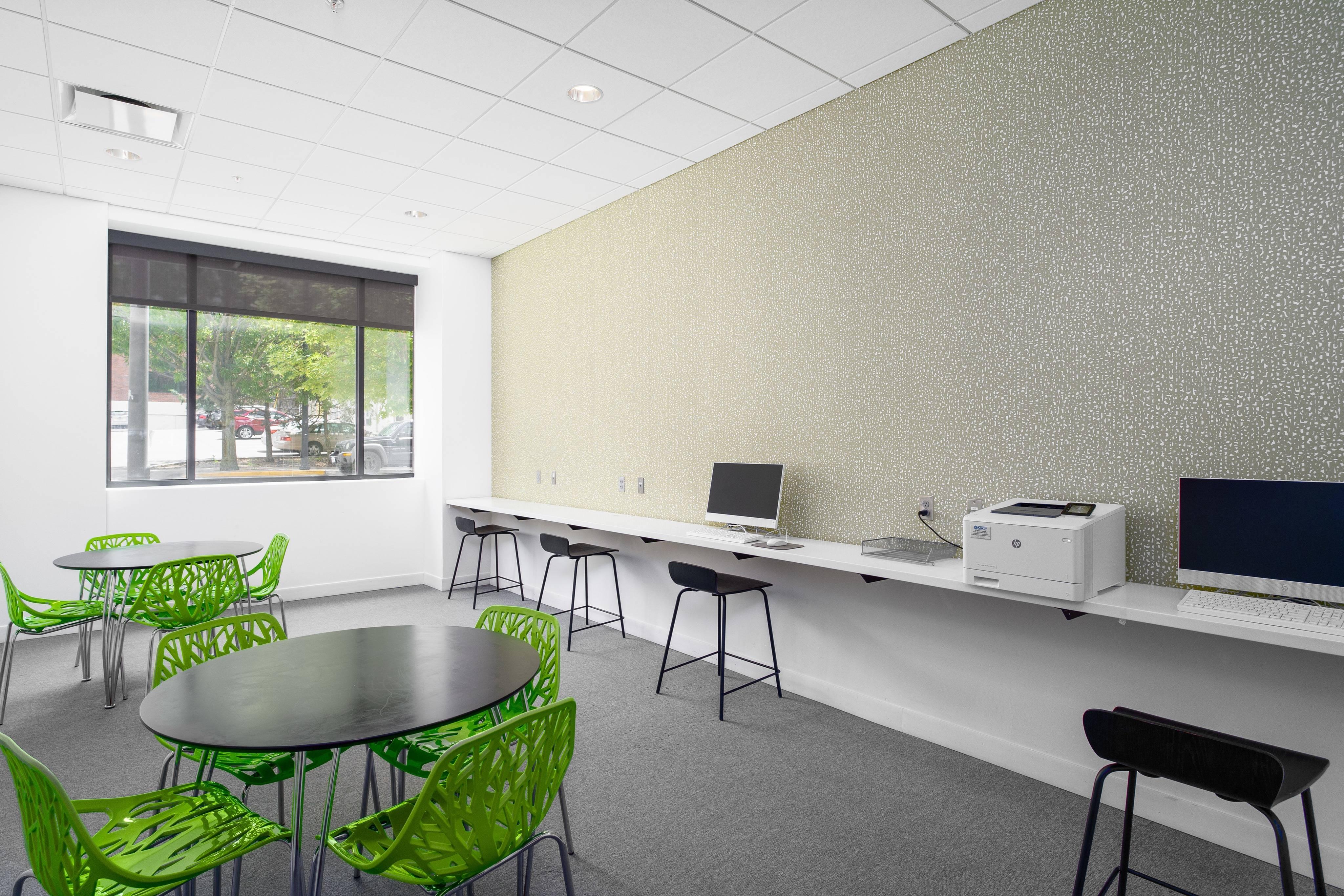 District Flats Apartments Lifestyle - Business Center