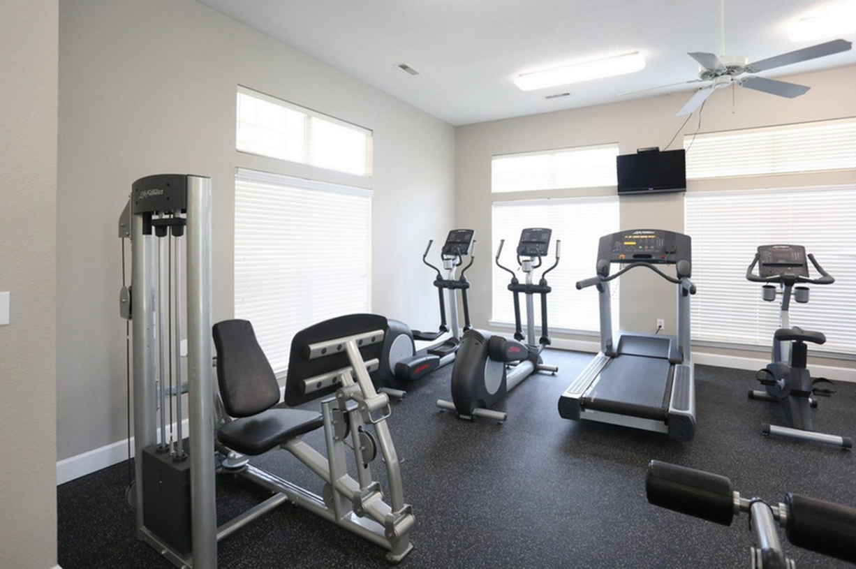 Image of 24 Hour Fitness Gym for Turnberry Place Apartments