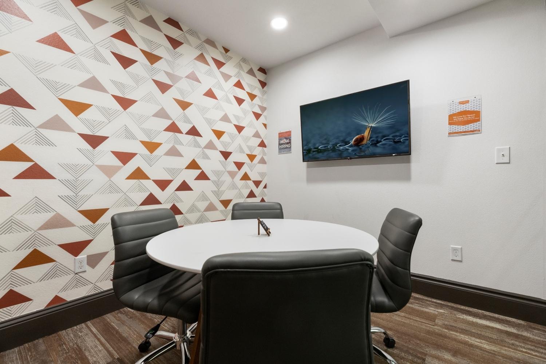 Resident Study Lounge | Apartment Homes in Austin, TX | GrandMarc Austin