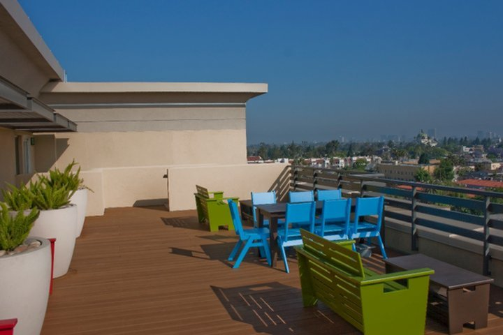 Resident Lounge | Apartment Homes in Los Angeles, CA | University Gateway