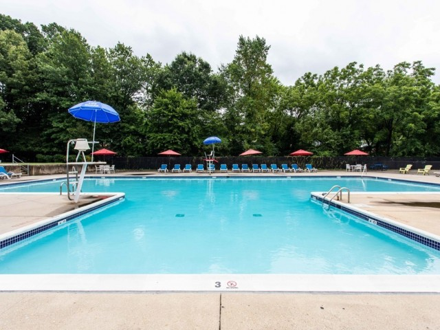 Image of Swimming Pool for Hampshire Tower Apartments