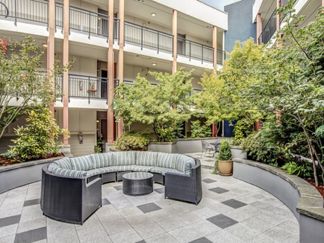 Image of Private Courtyard for 700 Broadway Apartments