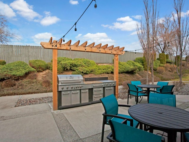Image of BBQ/Picnic Area for Riverpointe Apartments
