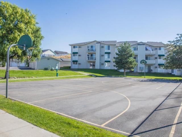 Image of Basketball Court for Eagle Pointe Apartments