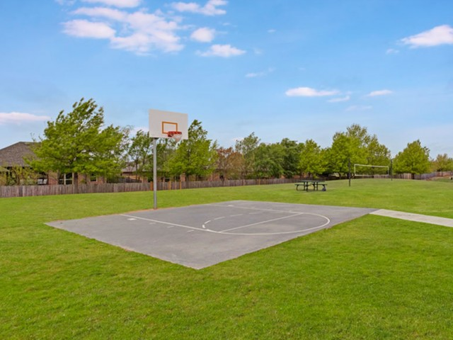Image of Basketball & Sport Courts for Chapel Ridge of Yukon Apartments