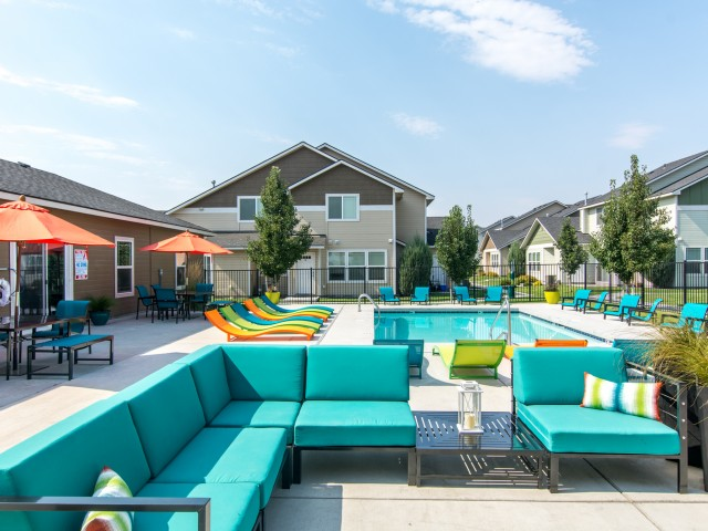 Image of Sundeck and Outdoor Lounging Area for Navigator Villas