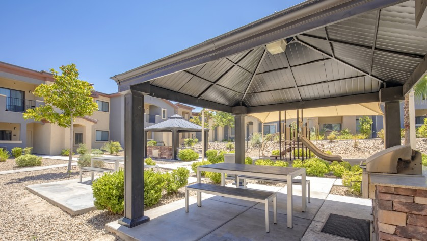 Image of BBQ/Picnic Area for The Edge at Traverse Pointe Apartments
