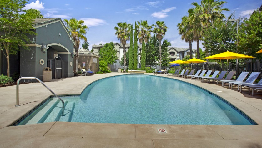Sparkling Pool  | Apartments for Rent in Sacramento CA  |  Broadleaf Apartments