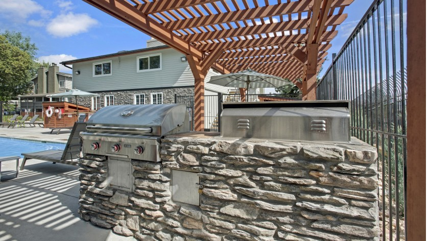 BBQ and Picnic Area   Apartments For Rent In The Denver Area   The Lodge on 84th