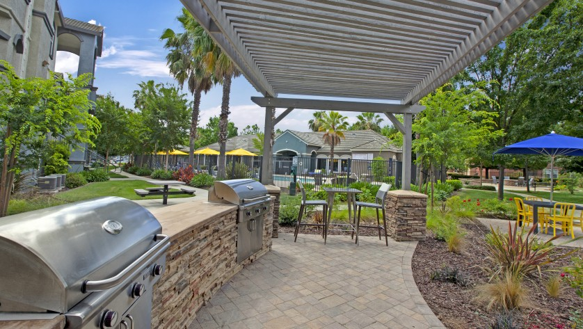 BBQ Patio and Outdoor Seating  |  Apartments For Rent Sacramento CA  |  Broadleaf Apartments