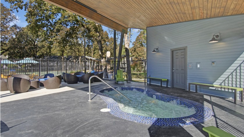 Sparkling Pool | Beaverton 2 Bedroom Apartments | Arbor Creek