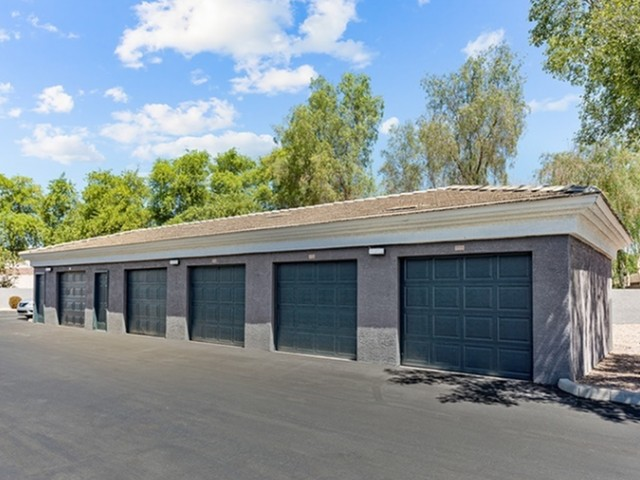 Resident Garage Parking| Mesa AZ Apartments For Rent | Stone Canyon