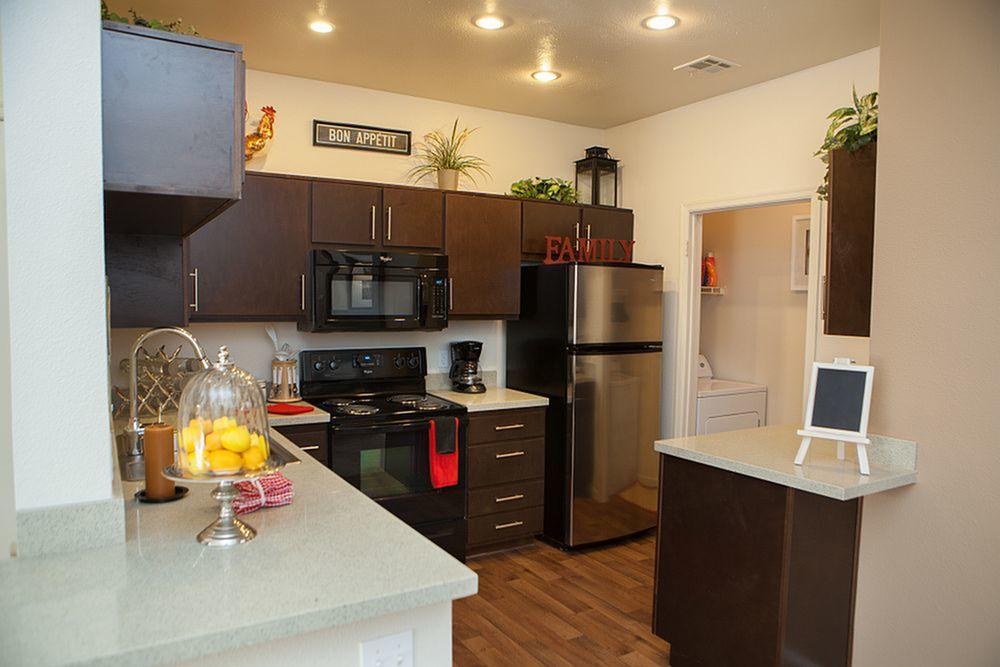 Modern Kitchen | Phoenix AZ Apartment For Rent | Mountainside Apartments
