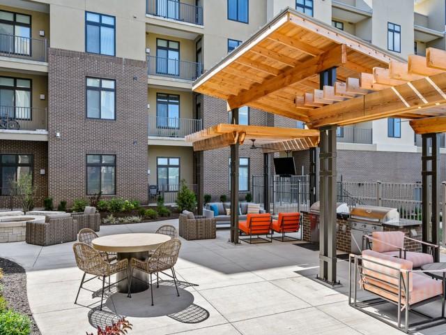 Courtyard  | Apartments in Lenexa KS | The District Flats