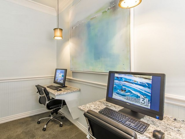 Image of Well-Appointed Business Center with 25' iMac Computers & PCs for The Mansions 3Eighty