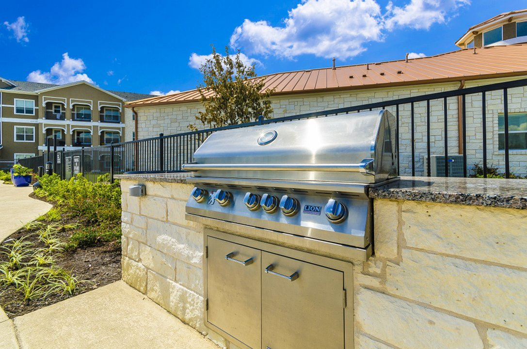 Image of Trellis-Covered Outdoor Kitchen for The Estates 3Eighty