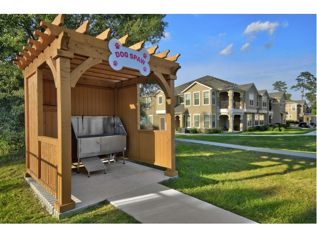 Resident Dog Washing Station | MAGNOLIA Texas Apartments | The Mansions on the Park