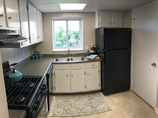 Image of Fully Equipped Kitchens with a Window and Pantry for Washington Gardens
