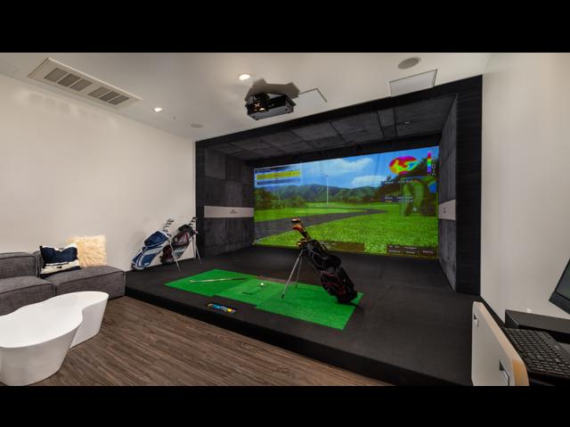 Indoor Simulated Golf Range