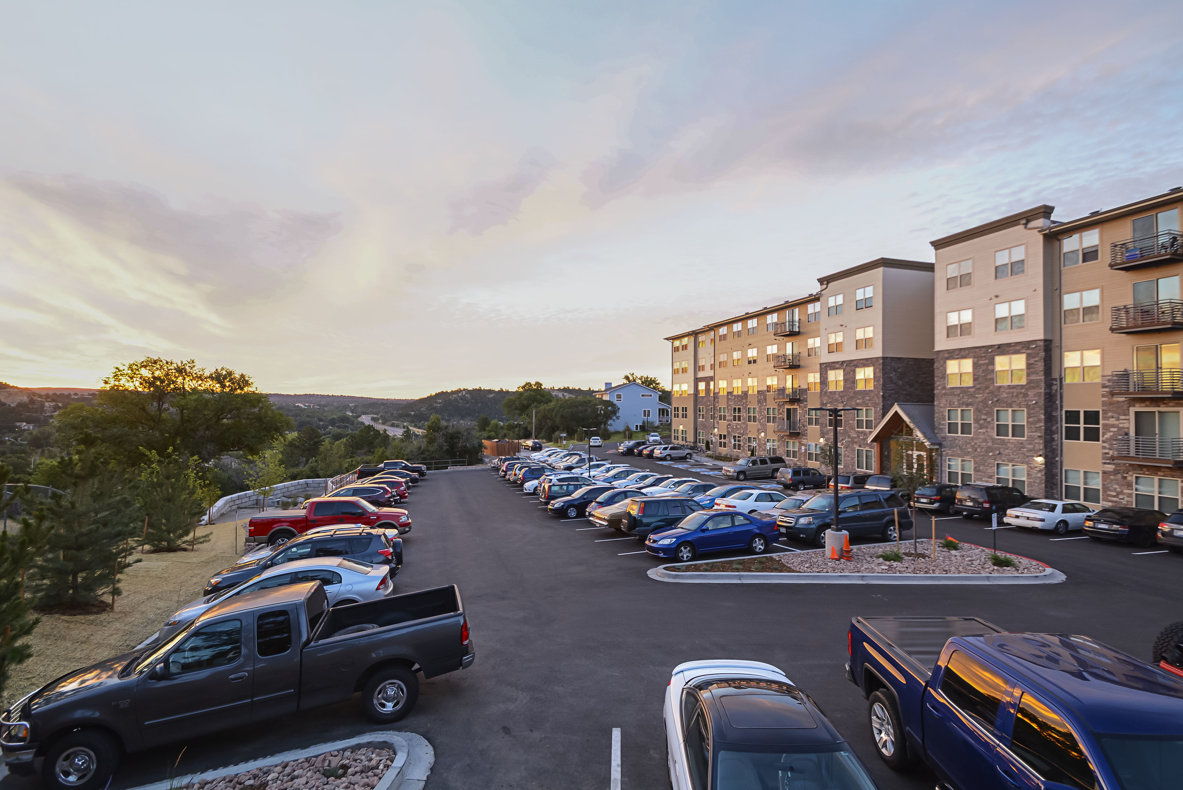 Image of Onsite Parking Available for Lookout on Cragmor