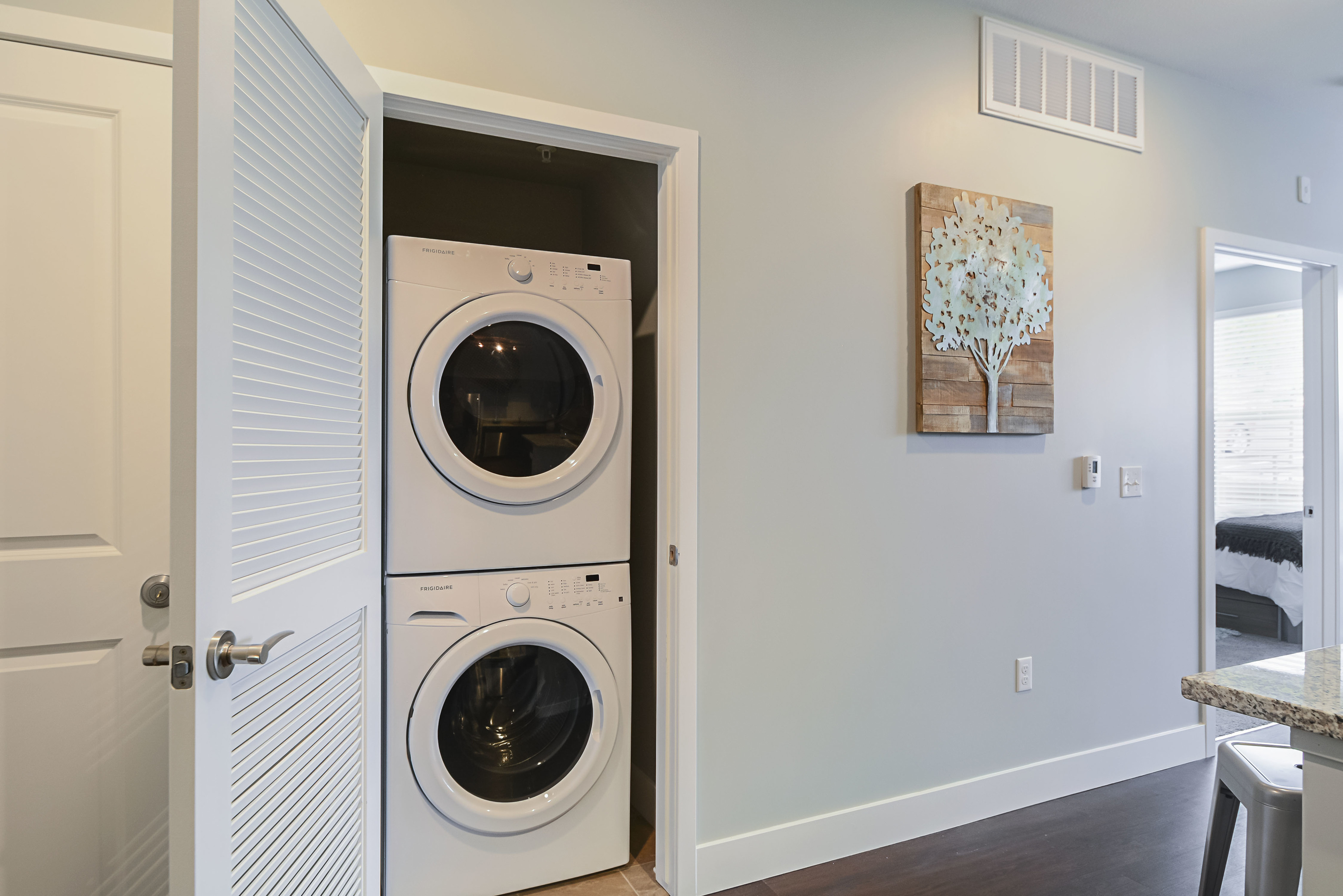 Image of Full Size Washer & Dryer in Unit for Lookout on Cragmor