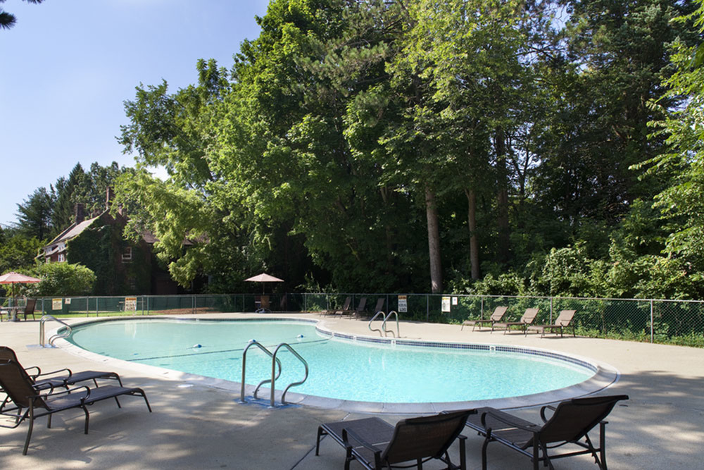 Pool | Colonial Village Apartments | Apartments in Manchester NH