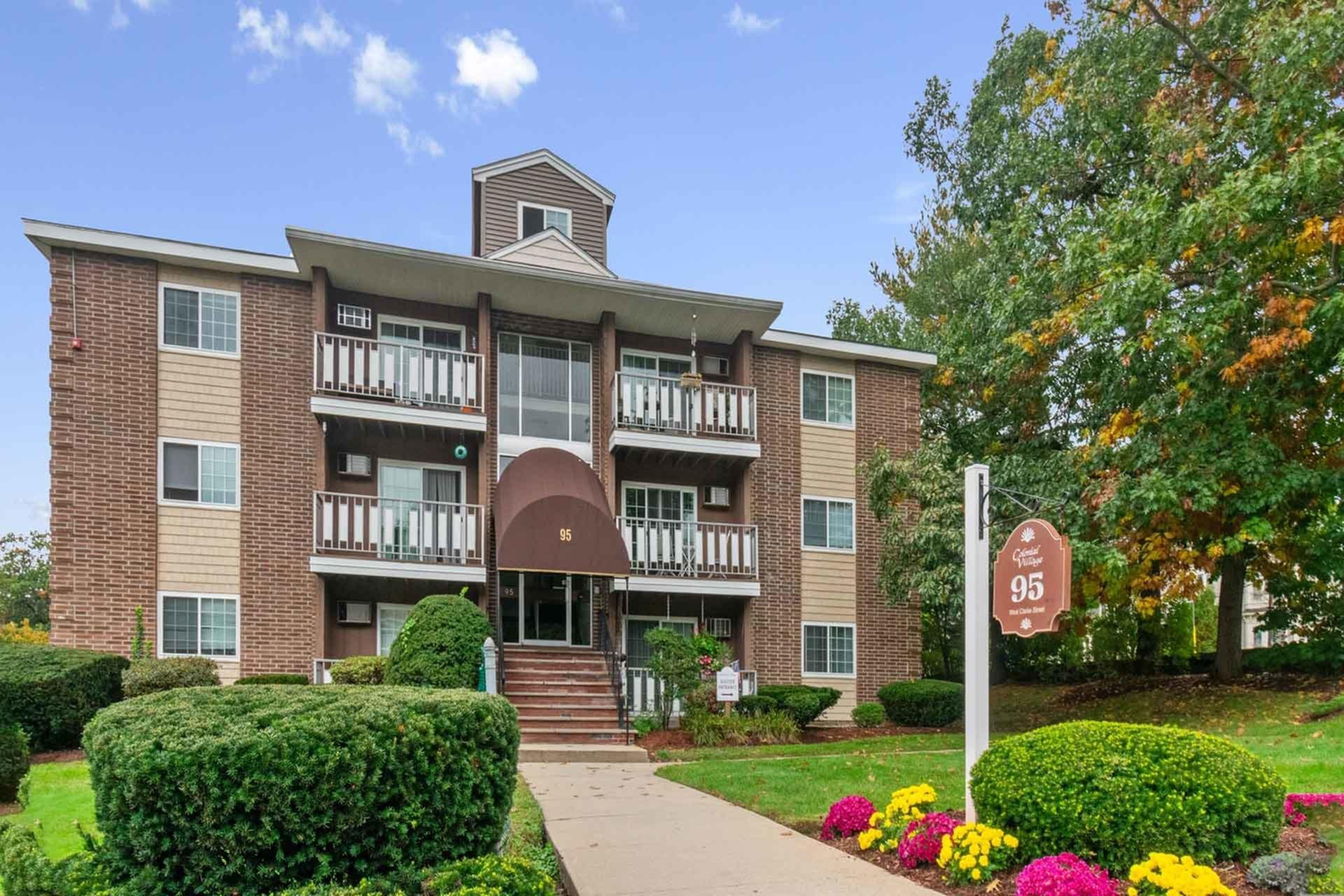 Apartments in Manchester NH | Colonial Village Apartments