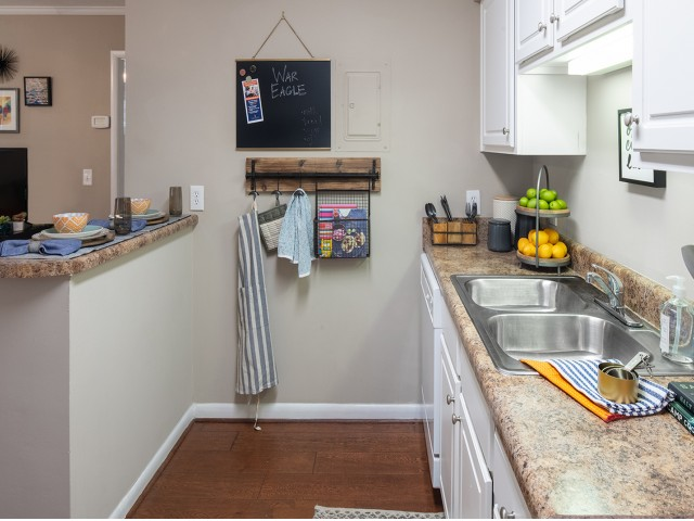 Renovated Kitchens | Eagles West | Student Apartments in Auburn AL