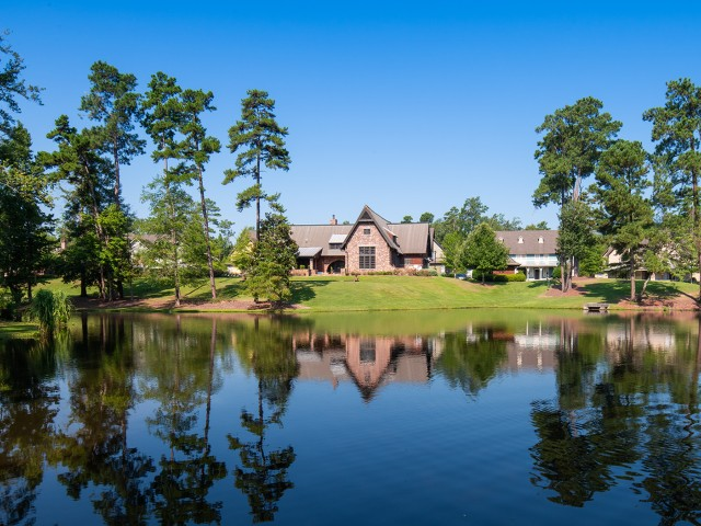 Expansive Grounds | The Cottages of Hattiesburg | Off Campus Housing Near USM