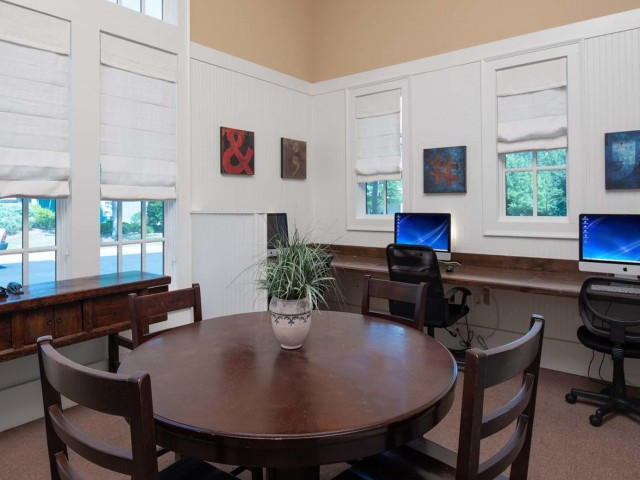 Resident Business Center | The Cottages of Hattiesburg | USM Apartments